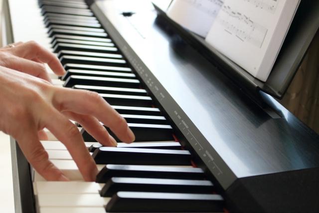 語学留学・ワーホリでも音楽を楽しむ!海外で楽器を弾く理由とオススメの曲